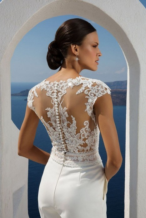 5d5cf4f52f40 Wedding Jumpsuits Are Here To Jazz Up Your Bridal Options